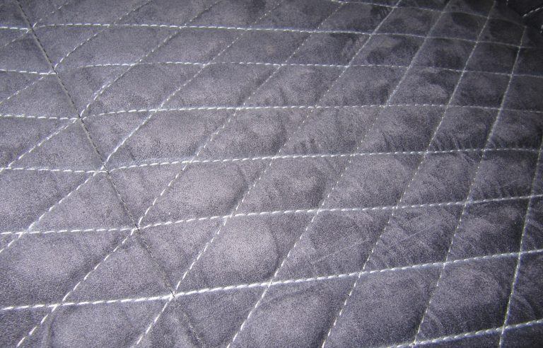 Detailansicht Kofferraumteppich / Nahtfarbe: Silbergrau