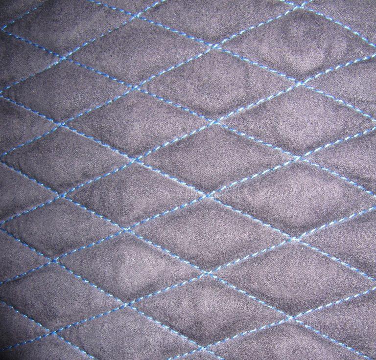 Detailansicht Kofferraumteppich / Nahtfarbe: Maritimblau