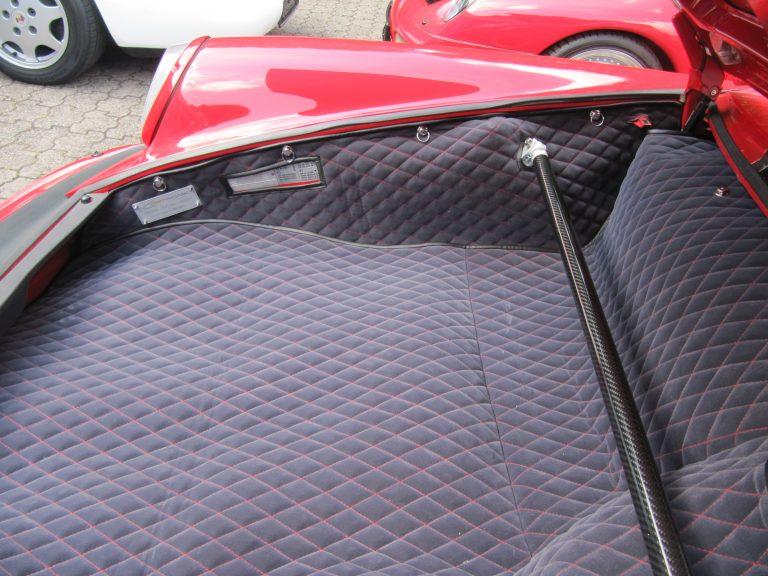 Einbauansicht 911 3,2 Kofferraumteppich/Domstrebe