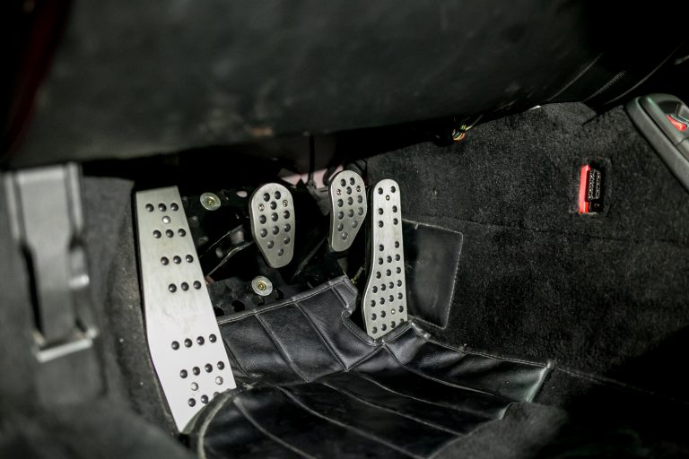 Einbauansicht Sportpedalset Noppen gun-metal 911/964/993