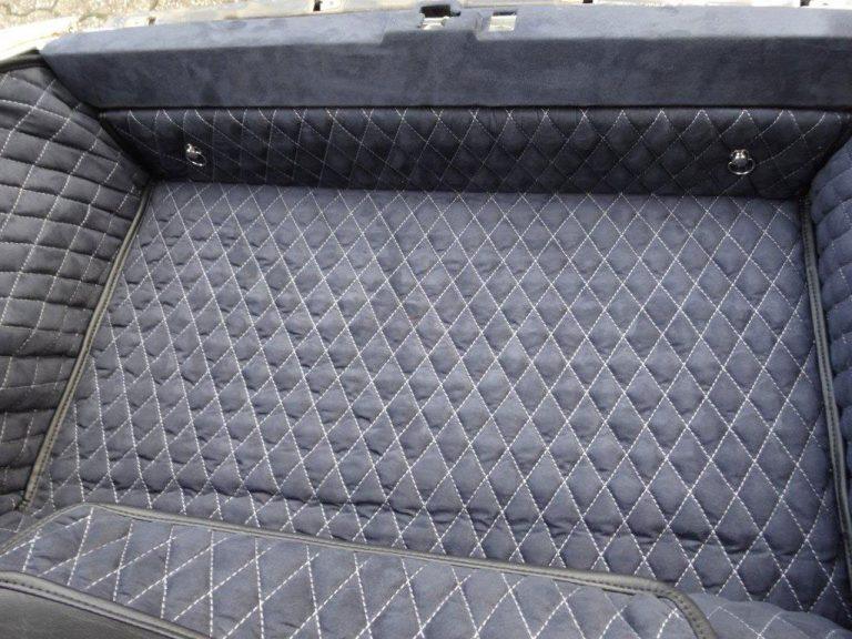 Einbauansicht 964 Kofferraumteppich/Schlossblende
