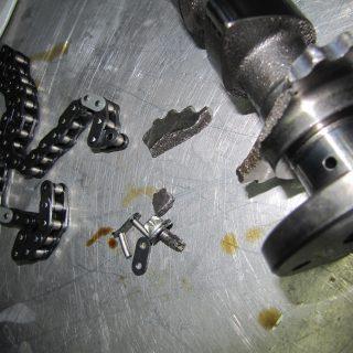 eine ab Werk nicht festgezogene Schraube verursachte diesen Schaden